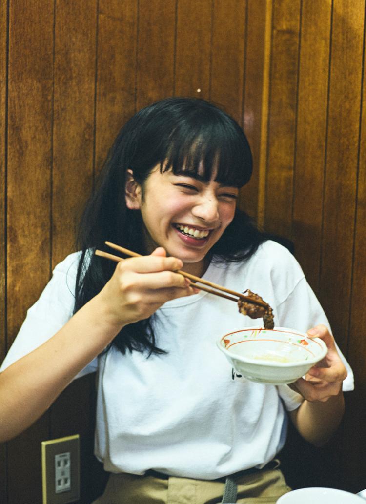 小松菜奈と焼肉を食べに行く。