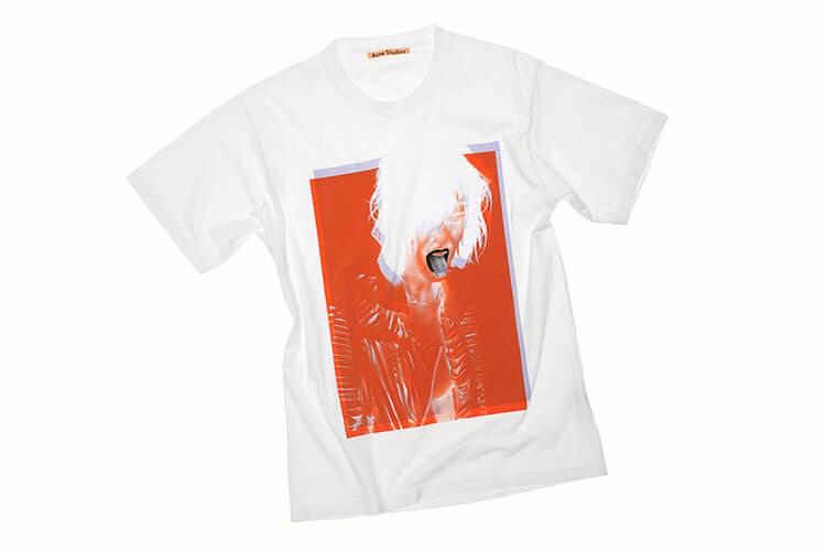アクネ ストゥディオズが名作フォトを復刻。スペシャルTシャツとなってリリースされました!