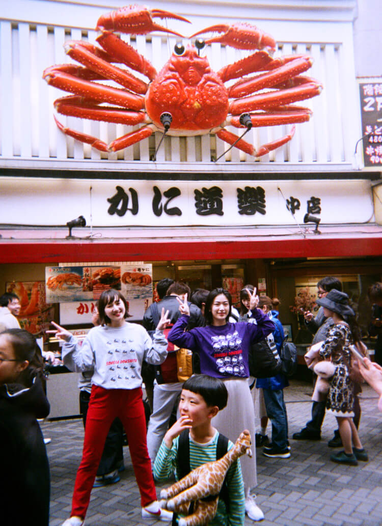吉本のお膝元、大阪・なんばでペアルックデート。