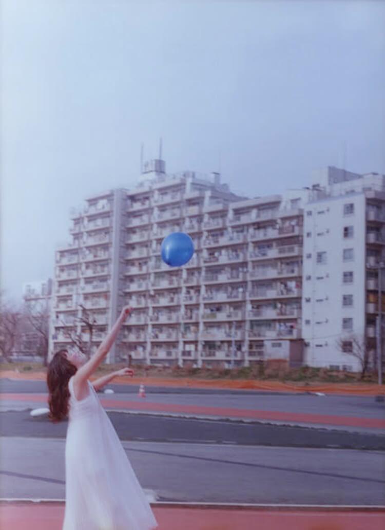 """人々を魅了する""""青""""の世界。ニコ・ペレスの写真展が始まります。"""