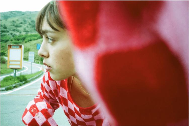自己に立ち返る。モーガン茉愛羅のセルフポートレートを集めた写真展『HEY ME, how was it back then?』。