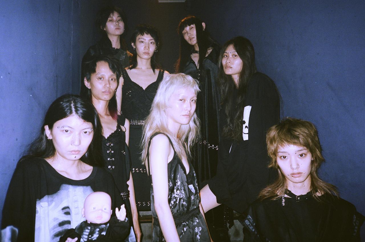 東京では3年ぶり! IKUMIが「暗黒の館」で披露した最新コレクションの裏側。