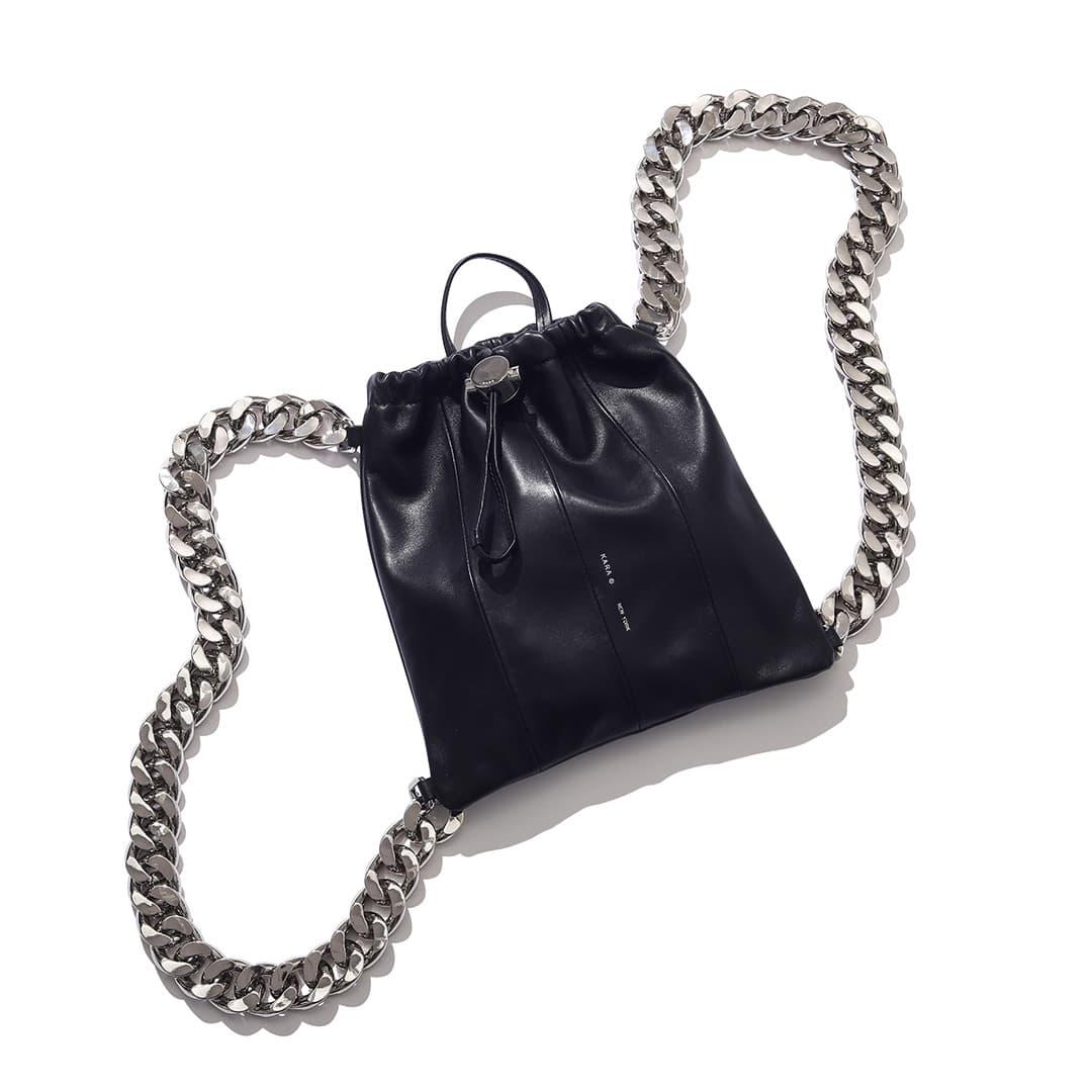 カラのバッグパック