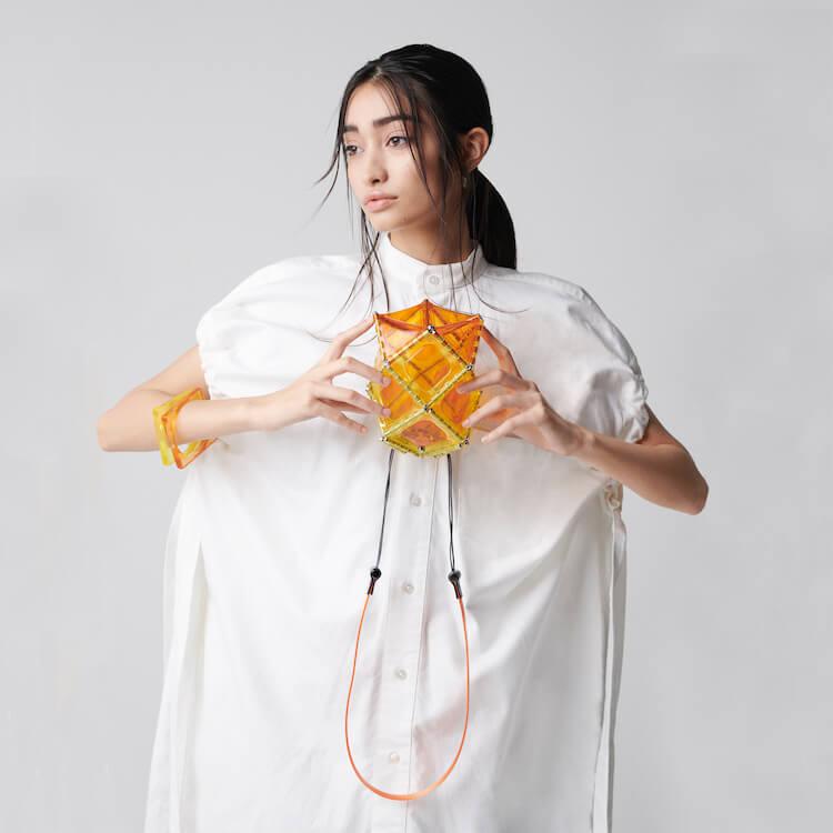夏が待ちきれない! 52 BY HIKARUMATSUMURAの新作バッグはエネルギッシュなカラーが魅力です。