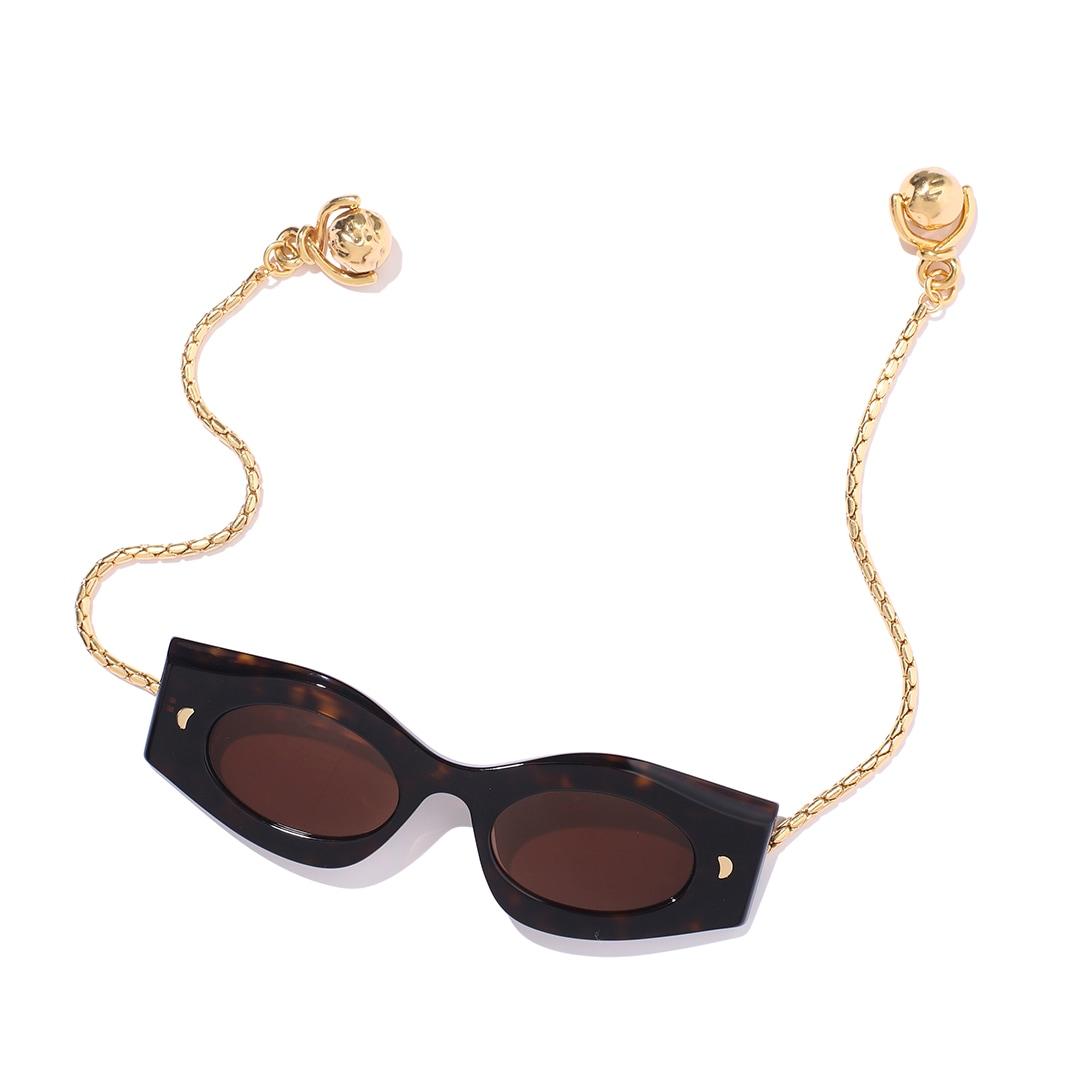 ナヌーシュカのサングラス