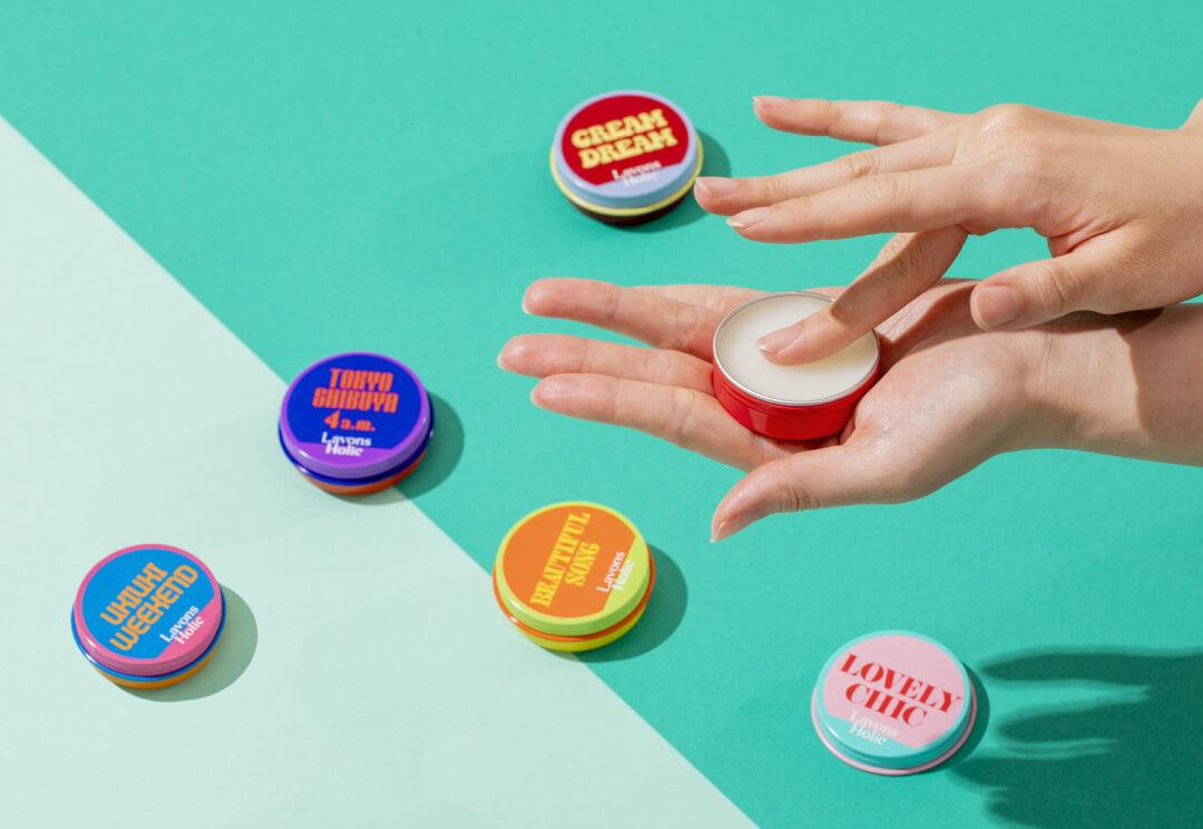 シーンによってなりたい自分の香りを。ラボンホリックから、レトロフューチャーな缶タイプの「香ルバーム」が登場!